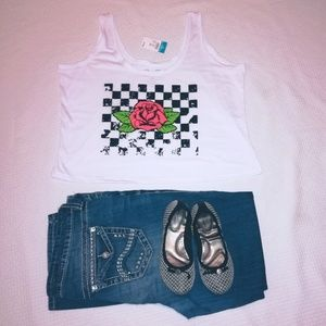 NWT 🏷️ Checkered Rose Cropped Tank Top